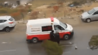VIDEO: Israeli forces detain 2 Palestinian teenage girls at gunpoint from ambulance