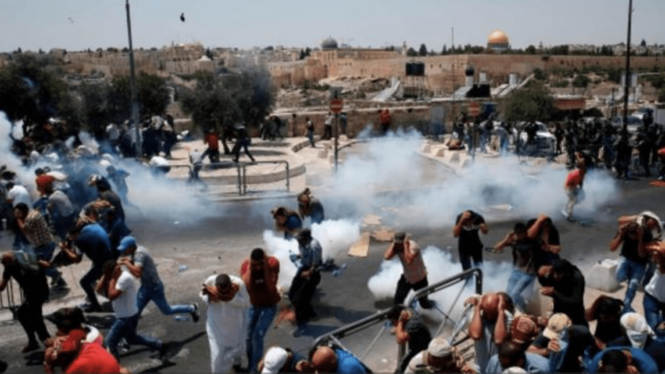 Israeli Police Invade Jerusalem's Aqsa Compound, attack Muslim Worshipers