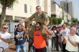 Elor Azaria cheered by Israelis