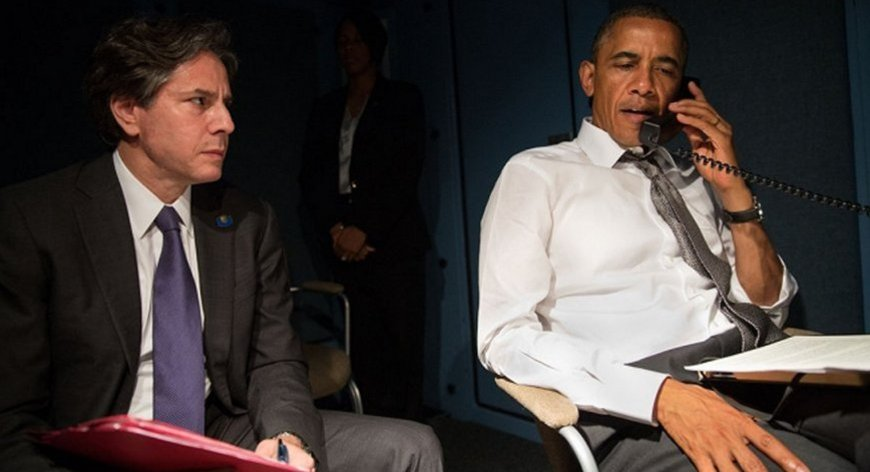 Blinken next to Obama while Obama speaks on the phone