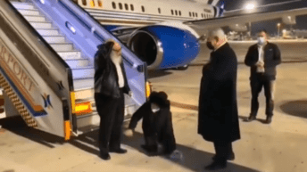 Netanyahu gives hero's embrace to Jonathan Pollard, who betrayed America