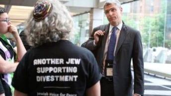 The Jewish community excommunicates Jews who support Palestinian freedom