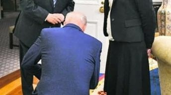 Biden kneels before Israeli President's chief of staff